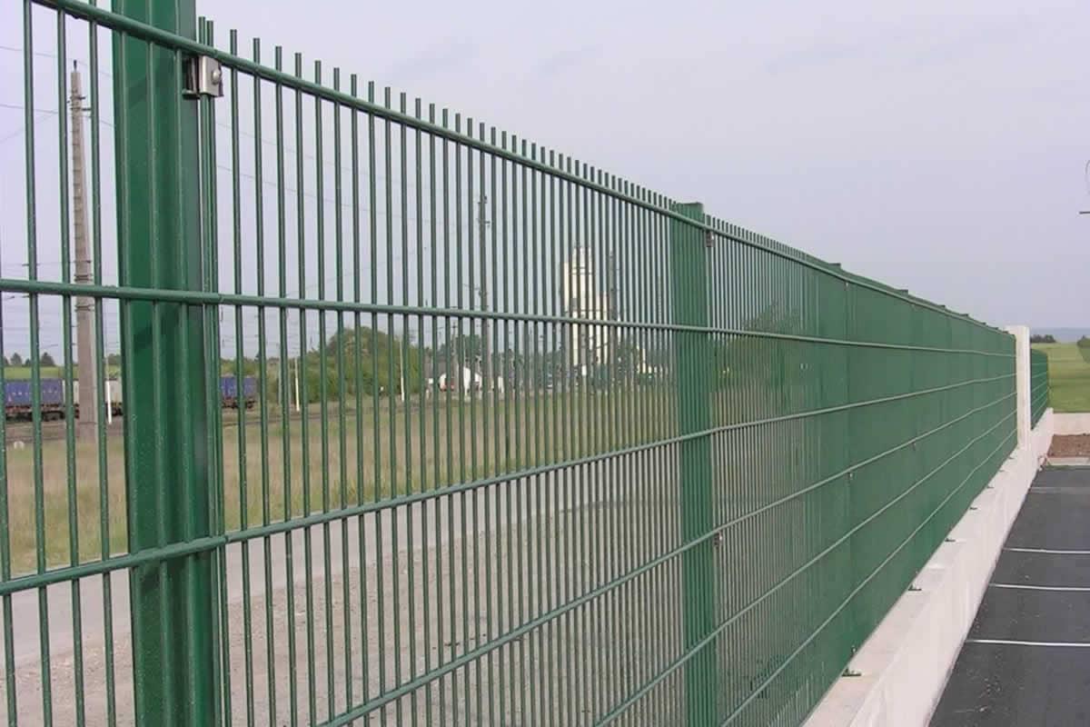 Strug Graf Garagentore Zaune Und Turen Beste Qualitat
